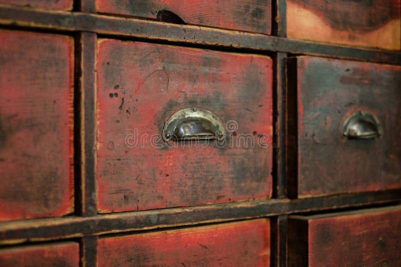 Oud houten lade/kabinet - uitstekend meubilair stock foto