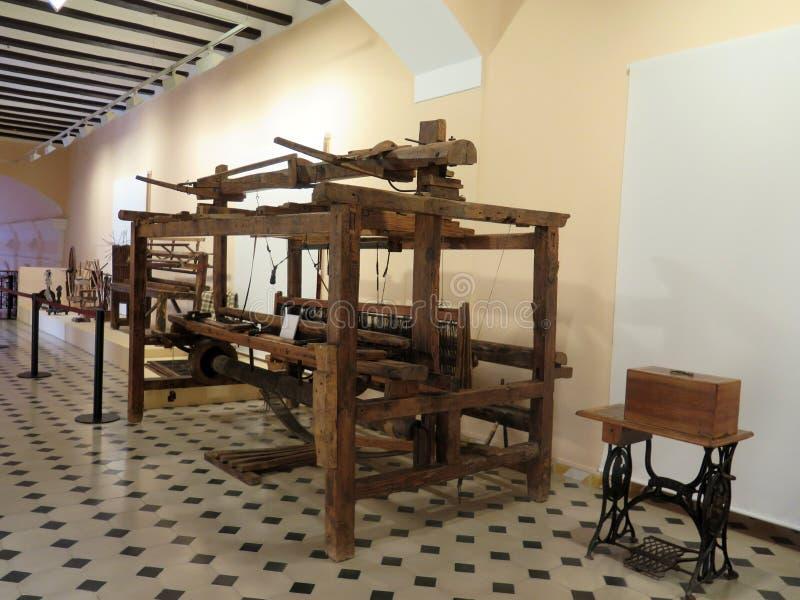 Oud houten weefgetouw stock afbeelding