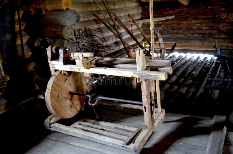 Oud houten weefgetouw Karelië stock foto's