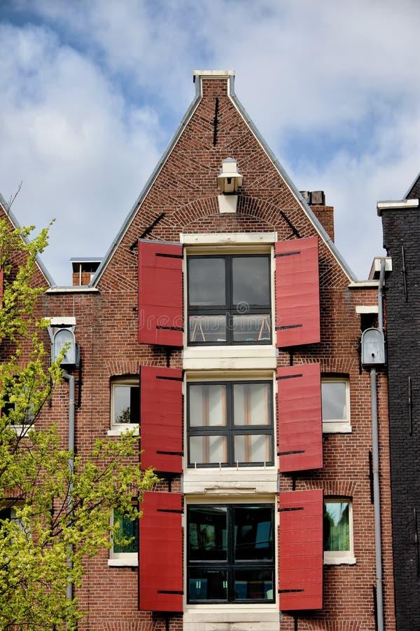 Oud Huis in Amsterdam met Driehoekige Geveltop royalty-vrije stock fotografie