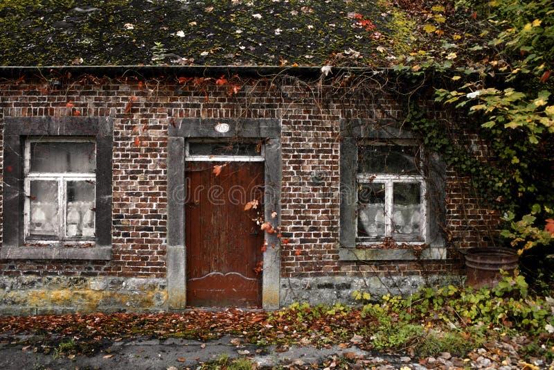 Oud huis in bederf royalty-vrije stock foto's