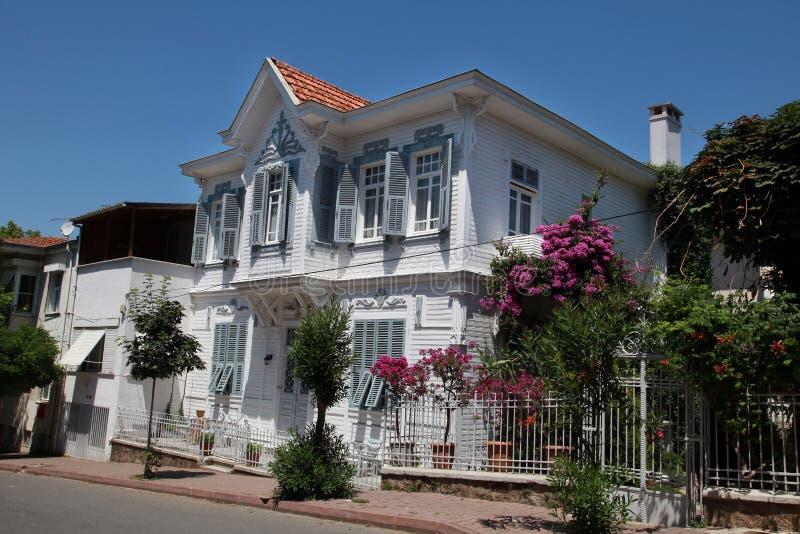 Oud huis bij Prins Island Buyukada stock fotografie