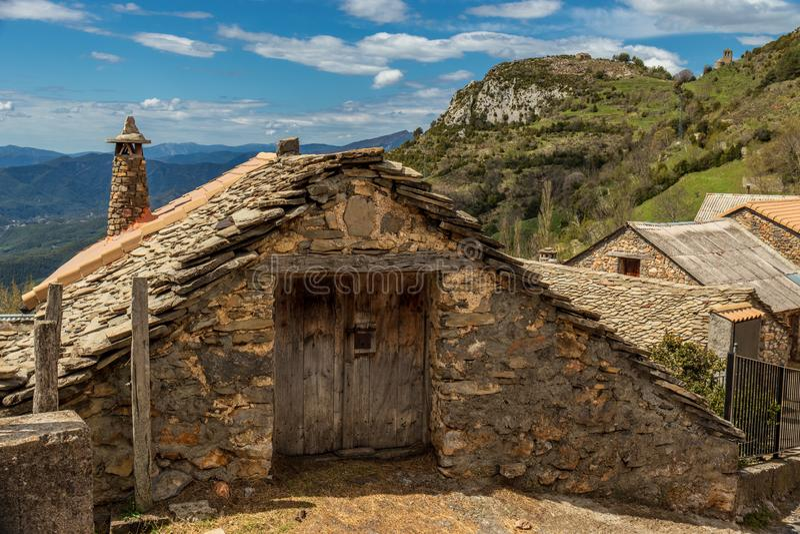 Oud huis in de bouw van de valleisteen stock afbeelding