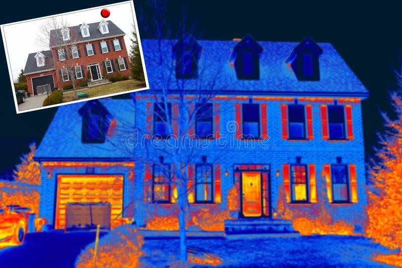 Oud huis en thermische weergave stock afbeeldingen