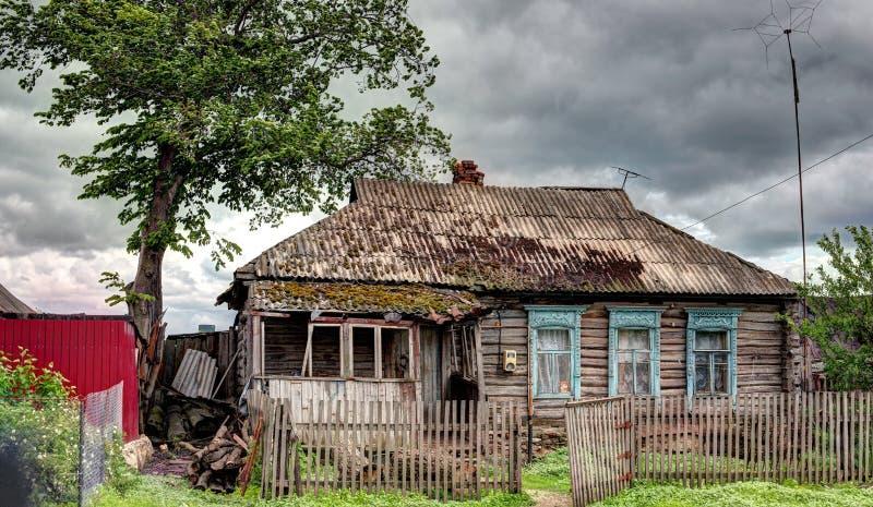 Oud huis in het Russische dorp royalty-vrije stock foto