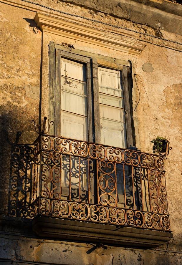 Oud huis in Italië stock afbeeldingen