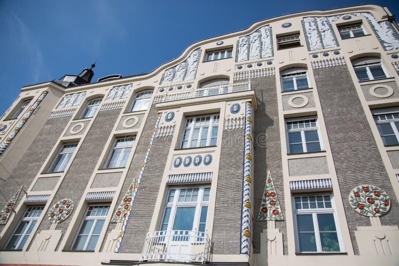 Oud huis in München, Beieren, met blauwe hemel stock fotografie