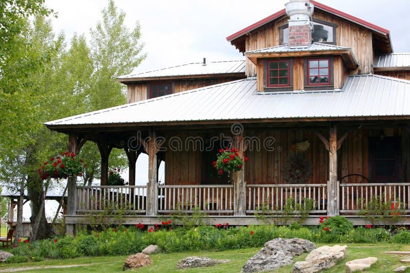 Oud huis op boerderij stock foto