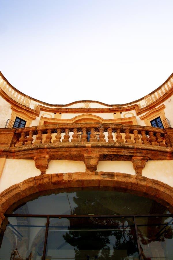 Oud huisbalkon, Bagheria, Sicilië stock foto