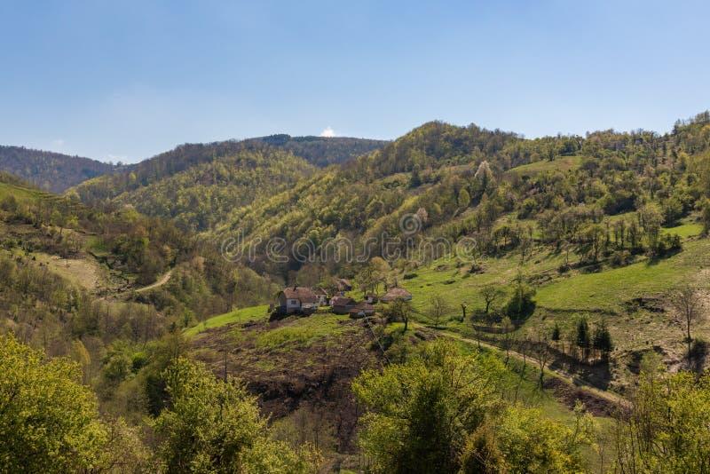 Oud Huishouden in de berg in Servië royalty-vrije stock afbeeldingen