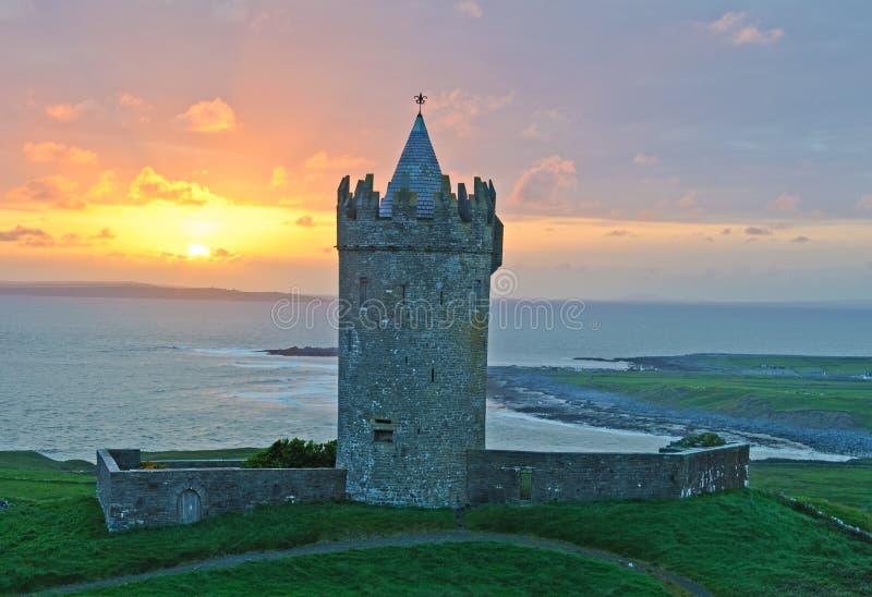 Oud Iers kasteel, het westenkust van Ierland royalty-vrije stock afbeelding