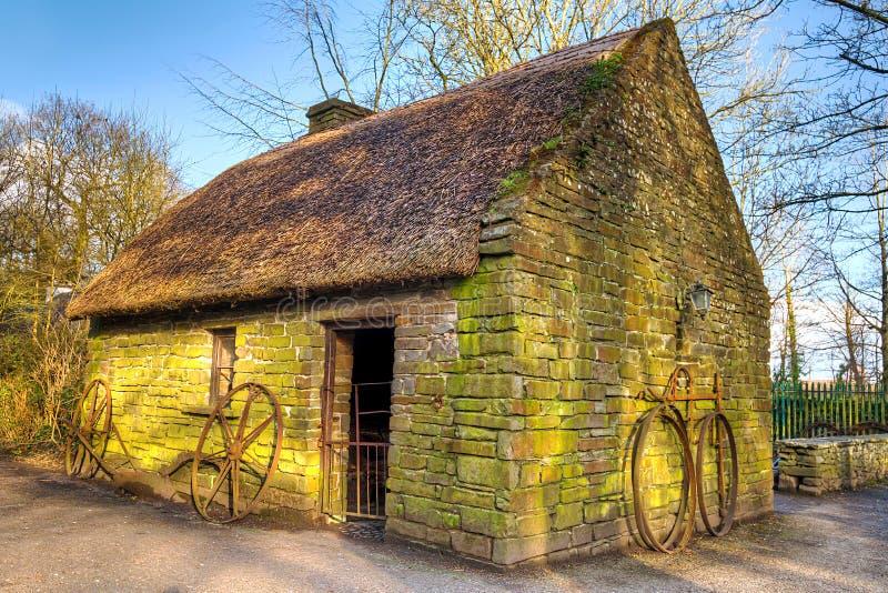 Oud Iers plattelandshuisjehuis royalty-vrije stock afbeeldingen