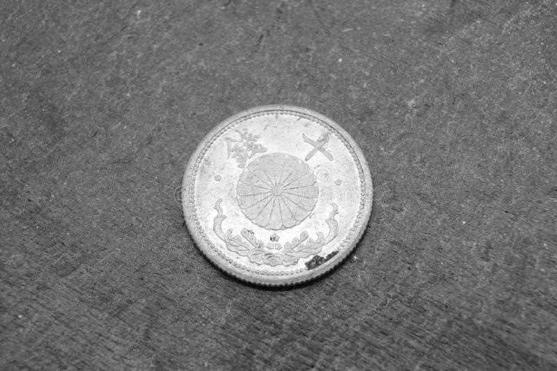 Oud Japans muntstuk van 10 sen stock afbeelding