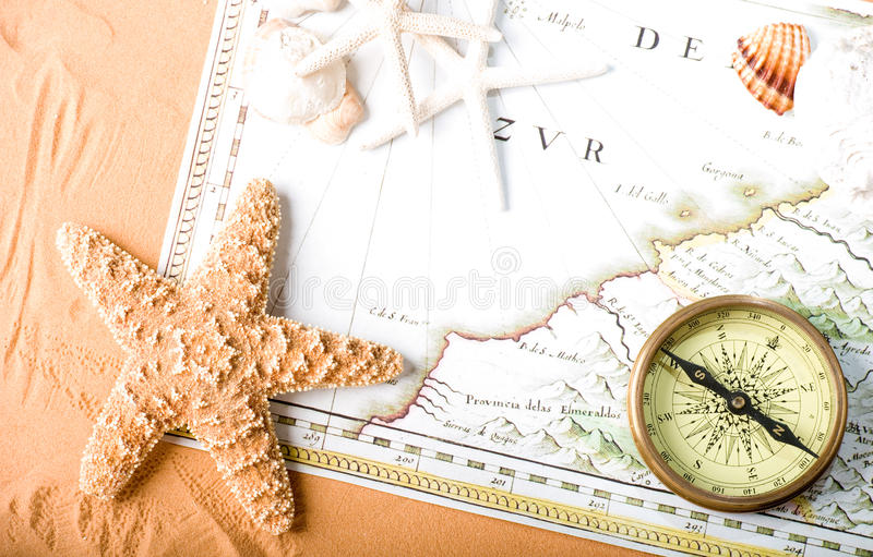 Oud kaart en kompas royalty-vrije stock foto's