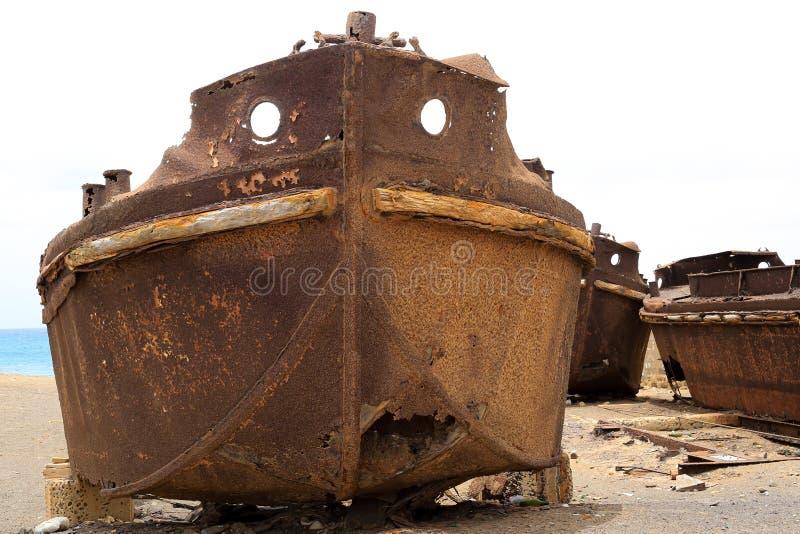 Oud kankerschip dichtbij de kust royalty-vrije stock foto