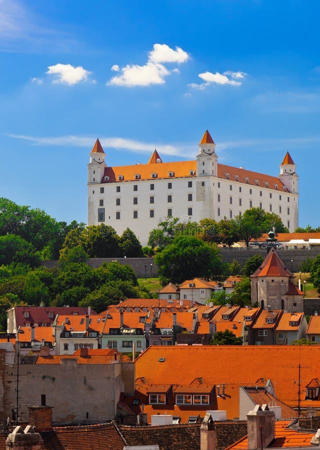 Oud Kasteel in Bratislava op Sunny Day stock afbeeldingen