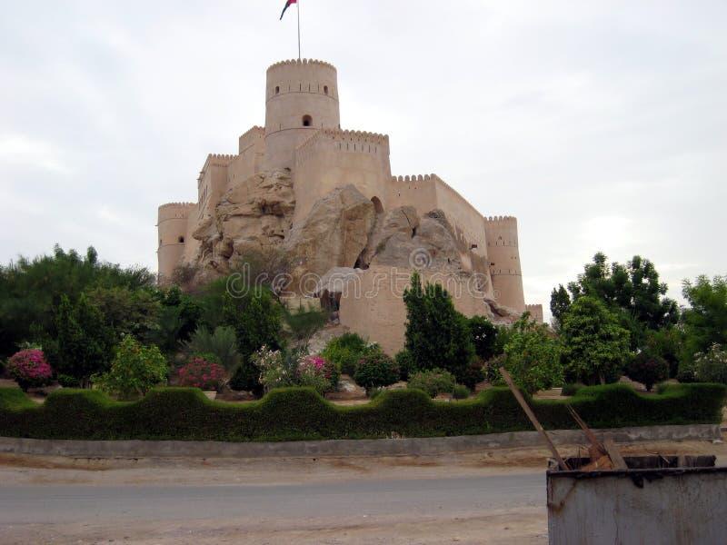 Oud kasteel in het sultanaat van Oman stock foto
