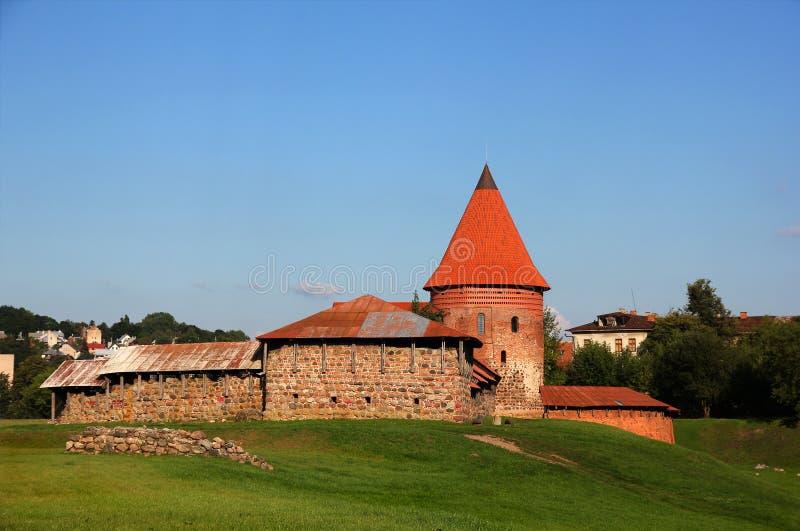 Oud kasteel in Kaunas, Litouwen. stock afbeeldingen