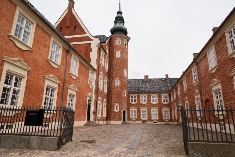 Oud kasteel met toren in Jægerspris, Denemarken stock foto's