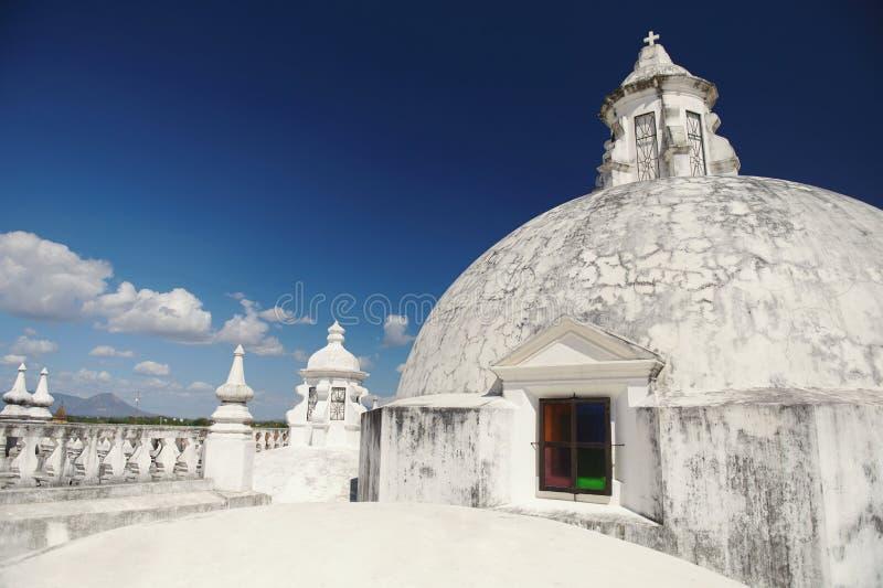 Oud kathedraaldak in Nicaragua stock foto