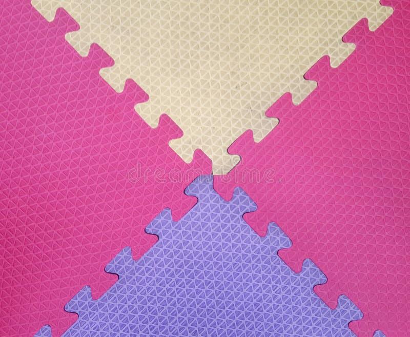 Oud Kleurrijk schuim of rubbervloer en kleurrijke zachte raad met exemplaarruimte stock afbeeldingen