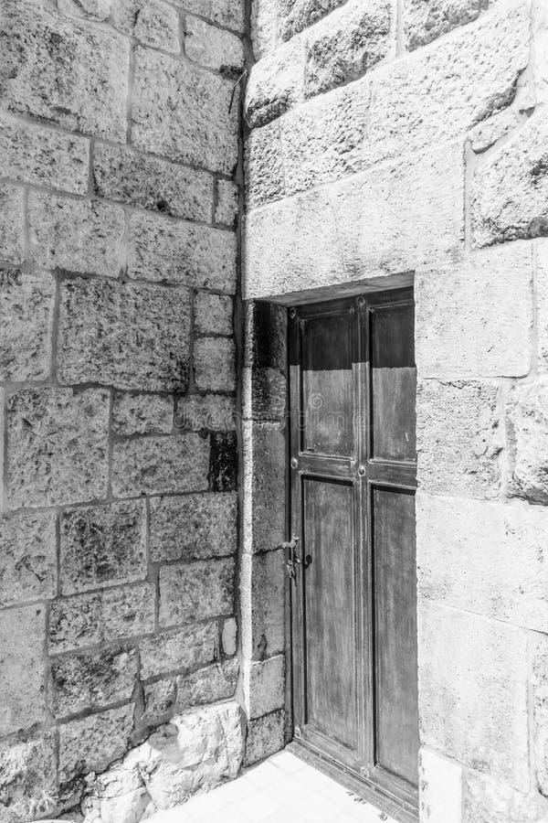 Oud Klooster in Deur de Noord- van Libanon in zwart-wit royalty-vrije stock foto