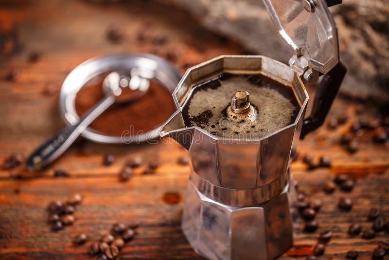 Oud koffiezetapparaat royalty-vrije stock foto's