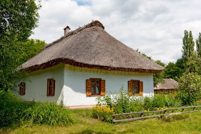 Oud landelijk huis stock afbeelding