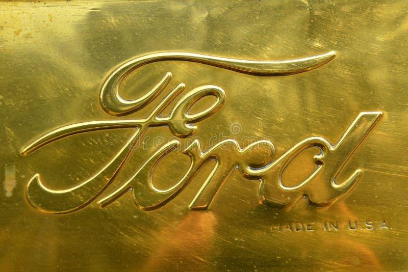 Oud metaal Ford Logo stock afbeeldingen
