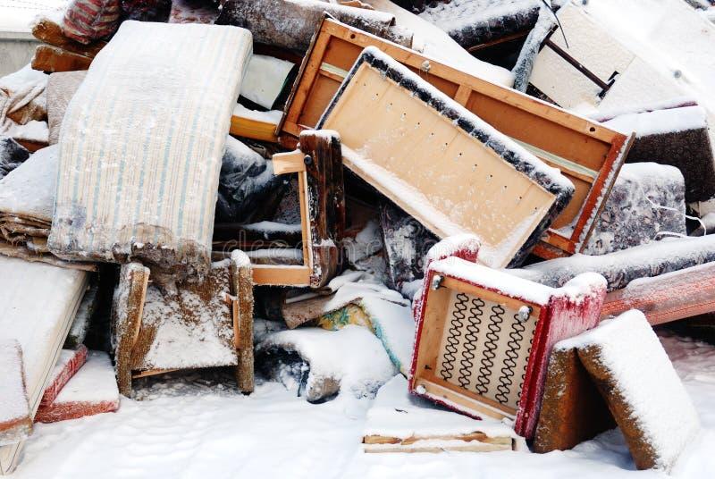 Oud meubilair voor verwijdering royalty-vrije stock foto