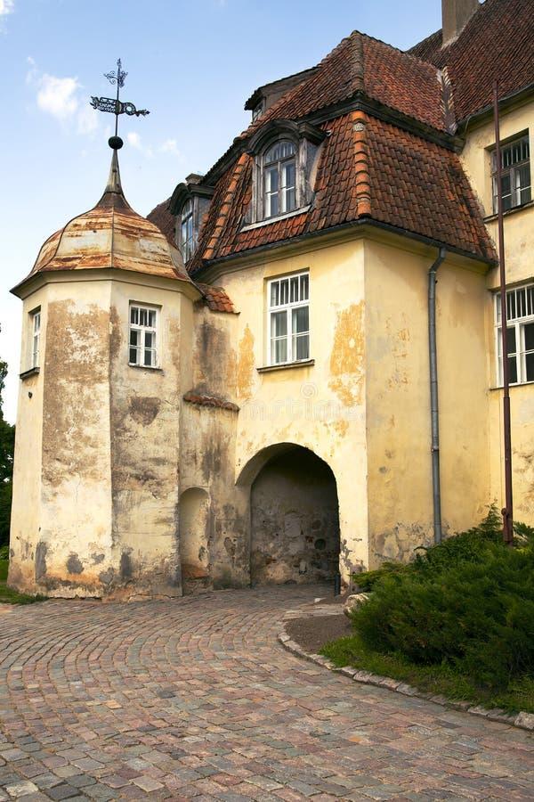 Oud middeleeuws kasteel Jaunpils royalty-vrije stock afbeelding