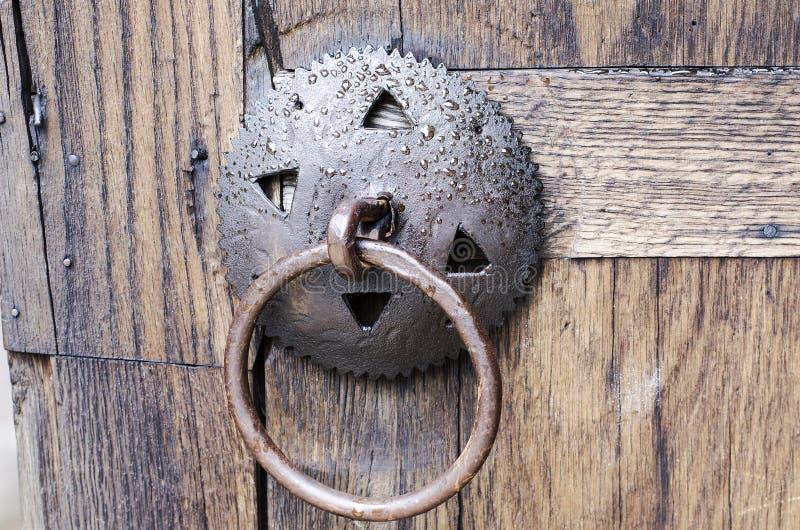 Oud middeleeuws metaalhandvat royalty-vrije stock foto's