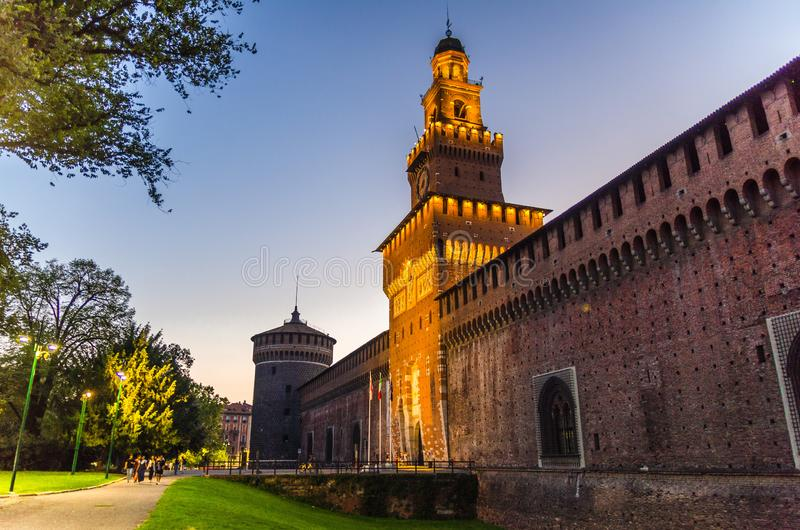 Oud middeleeuws Sforza-Kasteel Castello Sforzesco en toren, Milaan, Italië royalty-vrije stock fotografie
