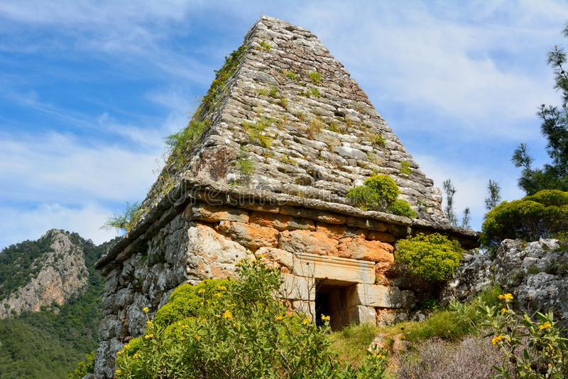 Oud monumentaal graf in Turgut-dorp dichtbij Marmaris-toevlucht t royalty-vrije stock foto