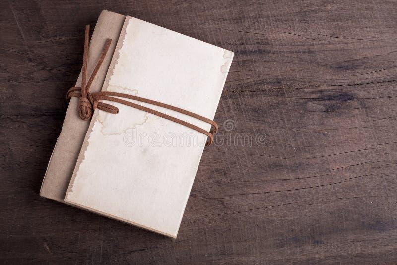 Download Oud notitieboekje stock foto. Afbeelding bestaande uit hout - 39107436