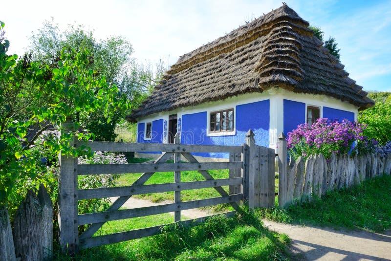 Oud Oekraïens huis stock afbeeldingen