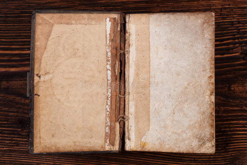 Oud open boek royalty-vrije stock foto's