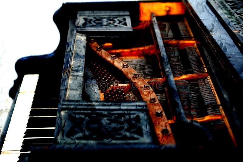 Oud pianodetail met toetsenbord, houten gesneden ornament en werktuigkundigen, Structuureffect royalty-vrije stock afbeelding