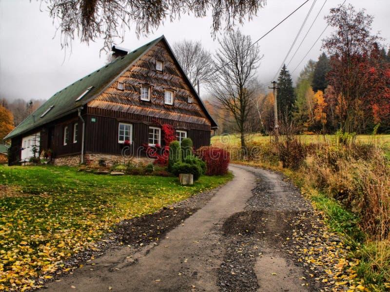 Oud plattelandshuisje royalty-vrije stock fotografie