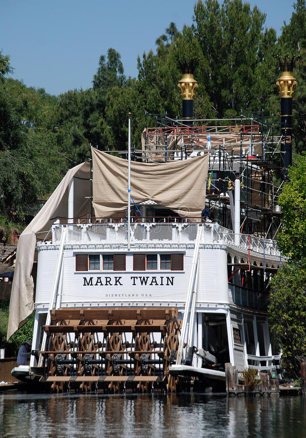 Oud riverboatteken twain in disneyand stock foto