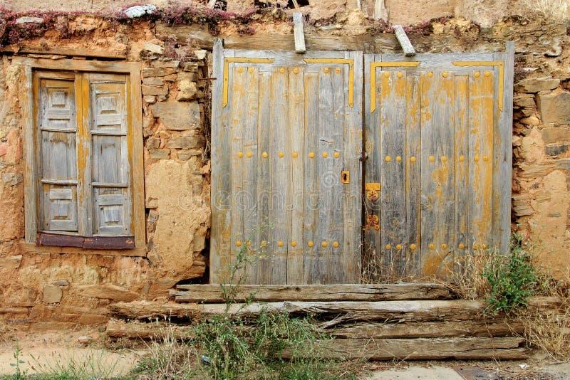 Oud roestig houten deur en venster royalty-vrije stock foto's