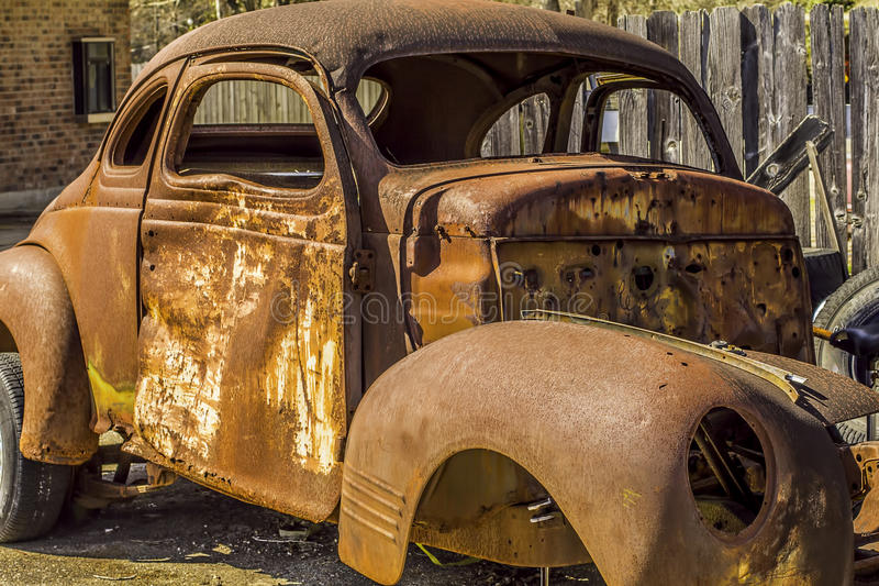 Oud roestig voertuig stock foto's