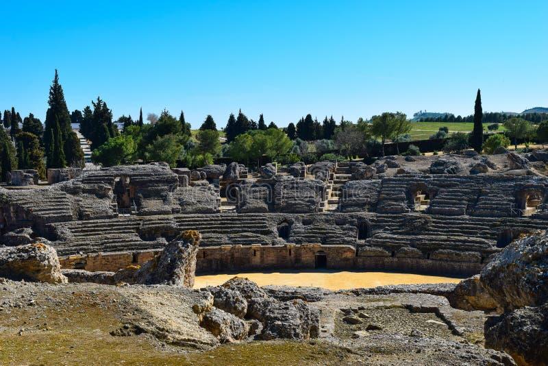 Oud Roman Amphitheatre buiten Sevilla stock foto's