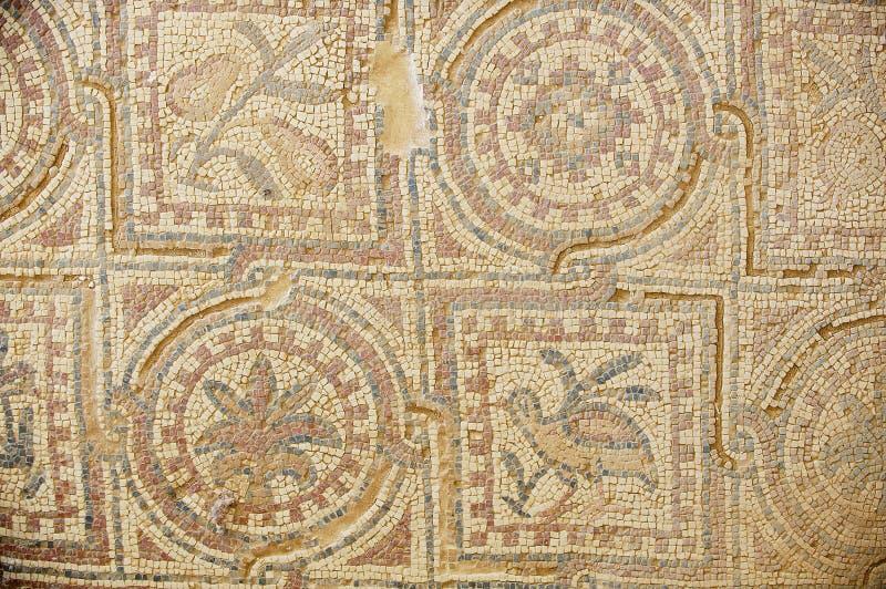 Oud Roman vloermozaïek bij de ruïnes van de Heilige Stevens Church bij een archeologische plaats in Umm AR-Rasas, Jordanië royalty-vrije stock afbeeldingen