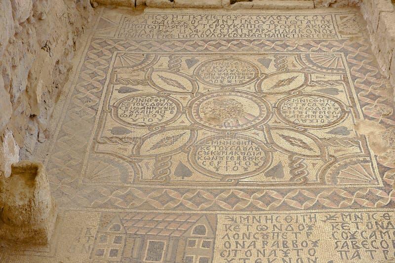 Oud Roman vloermozaïek in de Heilige Stevens Church bij een archeologische plaats in Umm AR-Rasas, Jordanië royalty-vrije stock afbeelding
