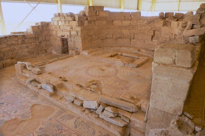 Oud Roman vloermozaïek in de ruïnes van de Heilige Stevens Church bij een archeologische plaats in Umm AR-Rasas, Jordanië stock afbeeldingen