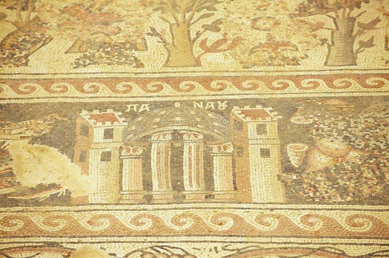 Oud Roman vloermoza?ek in de Heilige Stevens Church bij een archeologische plaats in Umm AR-Rasas, Jordani? stock foto
