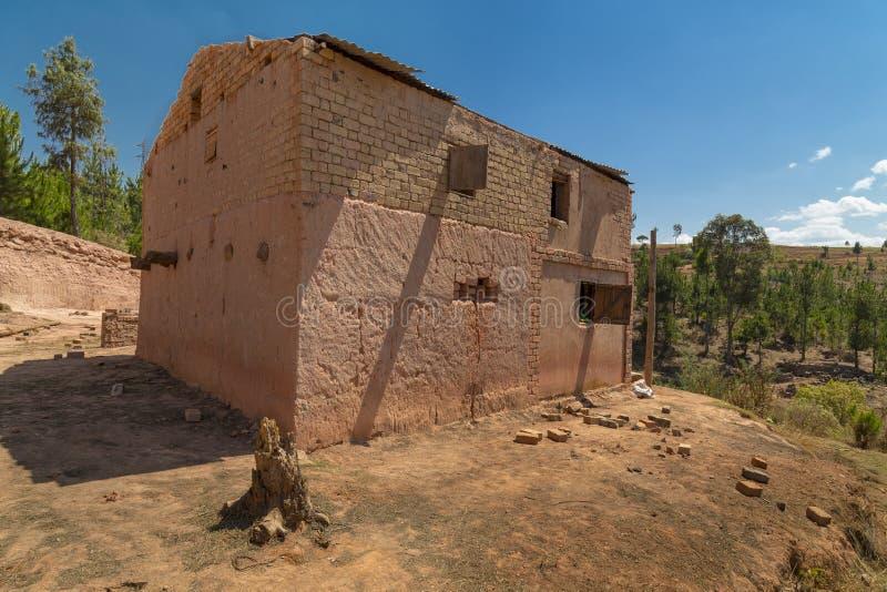 Oud rood modderhuis Van Madagascar stock foto