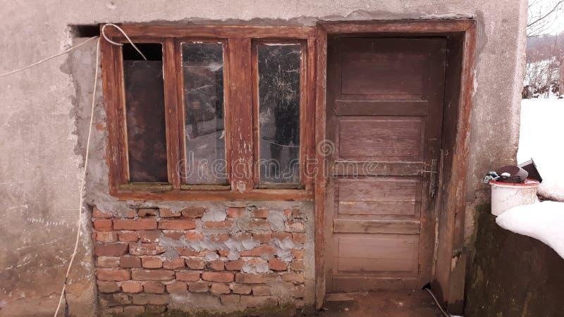 Oud rustiek deur en venster op huis royalty-vrije stock foto