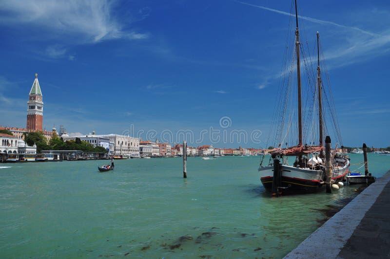 Oud schip op Grand van het Kanaal, Venetië, Italië royalty-vrije stock fotografie